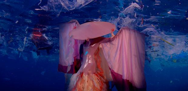 La sireneta i l'illa de plàstic